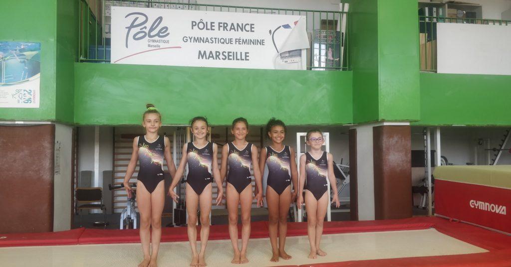 Trois gymnastes en stage contact au pôle France